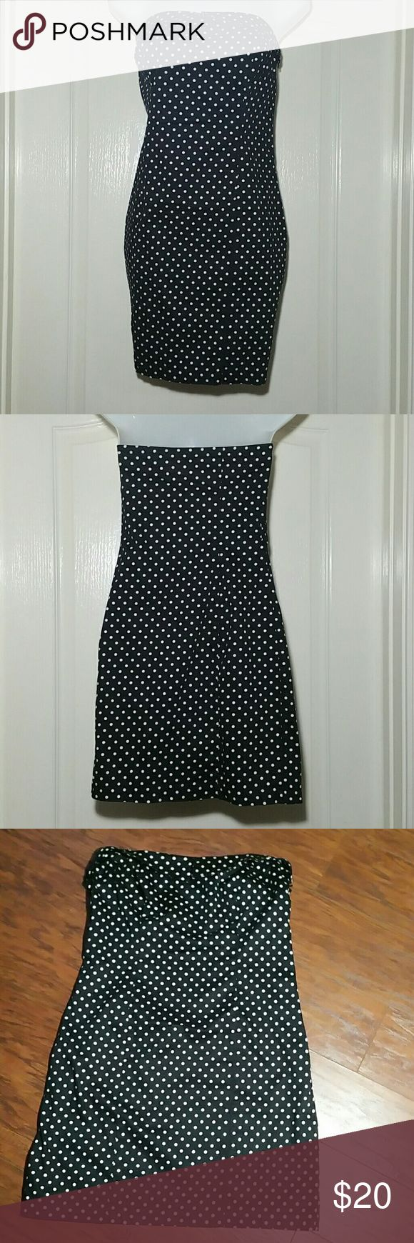 Guess dress Guess dress, strapless, polka-dot, has inserts for straps if u wanted to use some, side zipper, cotton/spandex Guess Dresses Mini
