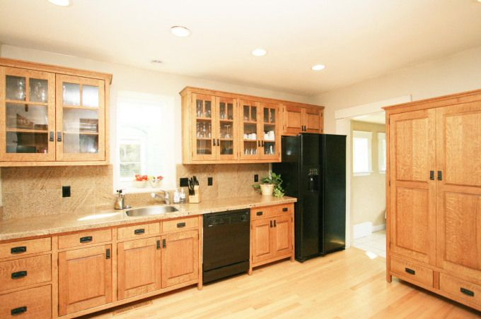Quarter sawn oak cabinets these seem lighter than i 39 ve for Free standing kitchen ideas