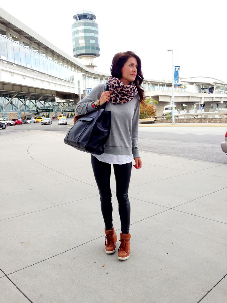 I never look drab when I travel!! What to wear to the airport. Travel Outfit @ www.jillianharris.com