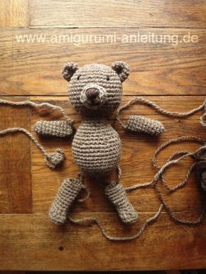 Teddy häkeln: kostenlose Anleitung für Anfänger ----- ganz tolle Anleitung und einfach beschrieben, daraus kann man auch andere Werke variieren, schon allein wenn man die Nase weglässt und den Bauch etwas länger häkelt, wird ein eigens kreiiertes Püppchen daraus... ;-)