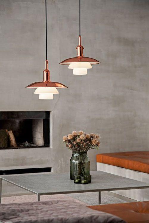 Vienetinės gamybos PH 3 1/2-3 pakabinamas šviestuvas padengtas neapdorotu variu. Specialiai pagamintas 120 Poul Henningsen gimimo metinėms paminėti. Dizainas Poul Henningsen, 1929.