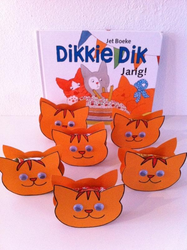 Traktatie dikkie dik Check http://www.mamaweetjes.nl/tips-trics/school-traktatie-maken-de-26-leukste-ideeen/ voor meer traktatie ideeën!