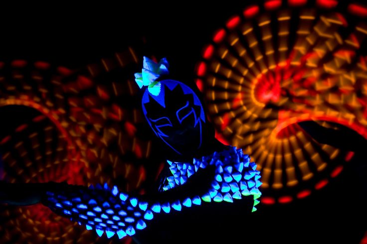 Anta Agni UV dancer in Black Light Show http://antaagni.com/uv-light-show/