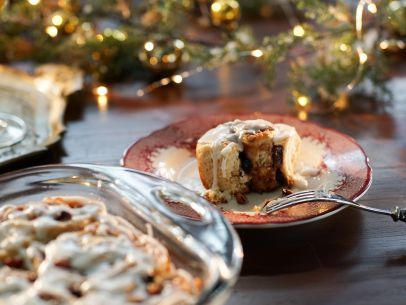 Get this all-star, easy-to-follow Christmas Morning Cinnamon Rolls recipe from Valerie Bertinelli