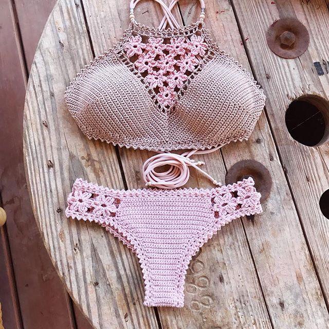 Flower Power!!! Crochet pattern for Coralia top and brazilianbottom in my Etsy shop (link in bio) and capitanauncino.com☀️☀️ . Bikini de Coralia patron de ganchillo en español en mi tienda de Etsy (link en bio) y capitanauncino.com . . . . . . . #crochet #top #summerclothing #crochetbralette #crochettop #crochetbeachwear #crochetersofinstagram #crochetpattern #crochetaddict #crochetlove #pink #bralette #handmade #brazilianbikini #beachwear #bohemianstyle #s...