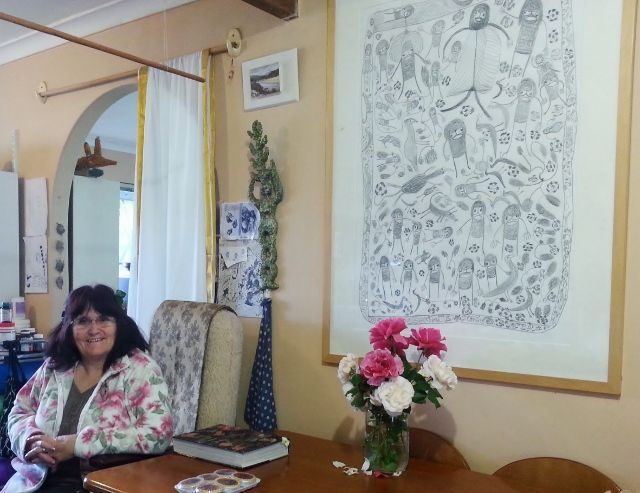 Searles beside a drawing by Dr Pantjiti Mary Mclean