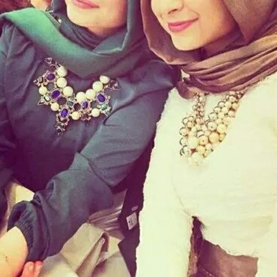 How to wear statement necklace with hijab http://www.justtrendygirls.com/how-to-wear-statement-necklace-with-hijab/