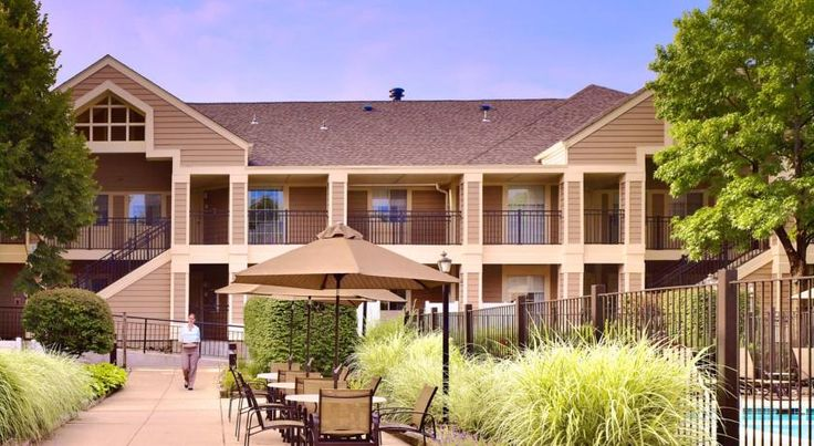 Sonesta ES Suites Philadelphia Malvern Malvern Located 2 miles from Paoli Train Station, this Pennsylvania hotel offers free shuttles within 5 miles, an outdoor pool and tennis court. It features spacious suites with fully equipped kitchens.