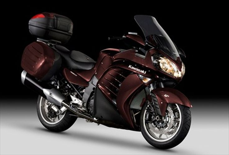 Introduced a new model Kawasaki 1400 GTR extra muscular look.  Sport bikes are actually a class of engines that usually shows the prestige of some plants. Designed for the runway, and in terms of regular traffic quickly tire the driver and are unco
