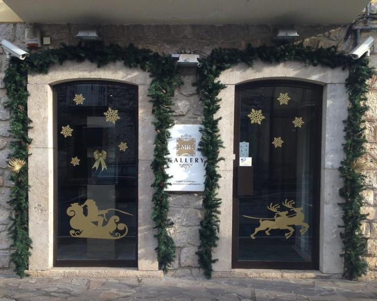 Siamo pronti per il Natale. MR Gallery come appare dall'esterno.  www.mrgallery.eu