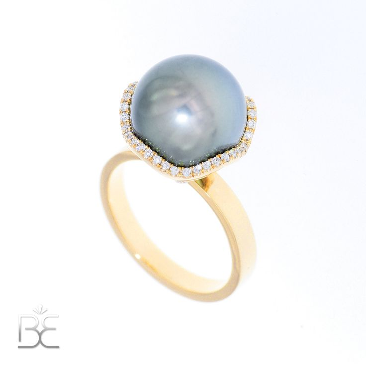 Yellow gold ring with Tahiti pearl and diamonds. Contemporary dutch design. Handmade by Sabine Eekels