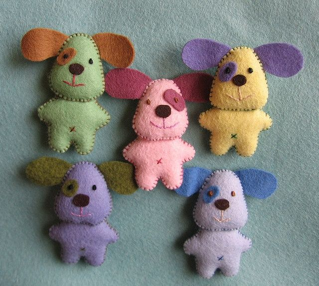 felt puppies (These would be darling little art abandonment gifts.)