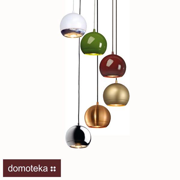 LIGHT EYE to kolekcja lamp, która przypomina futurystyczne wzornictwo lat 60. Paleta kolorów jest na tyle bogata, że spodoba się miłośnikom żywych odcieni zieleni czy bordo, ale także tym, którzy lubią metaliczny blask. Przekonaj się sam i zajrzyj do salonu Spotline.
