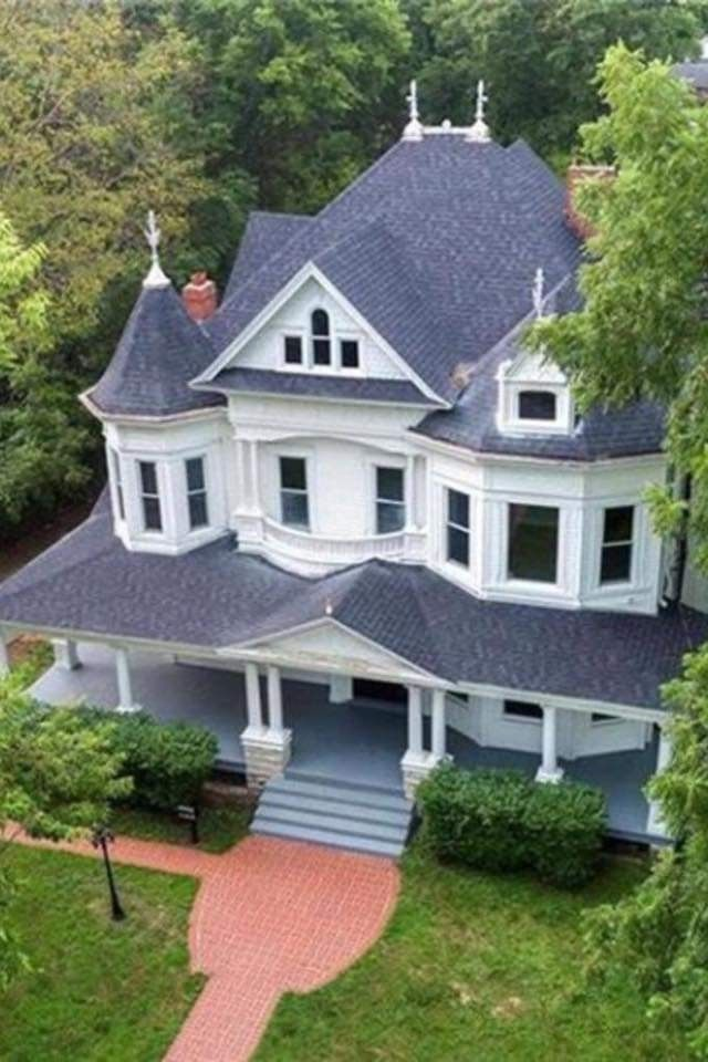 Pin By 516 238 4582 On Old Homes House Styles Dream House Victorian Style Homes