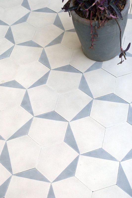 Très beau carrelage blanc et bleu http://www.m-habitat.fr/sols-et-plafonds/carrelages/l-entretien-d-un-carrelage-1510_A