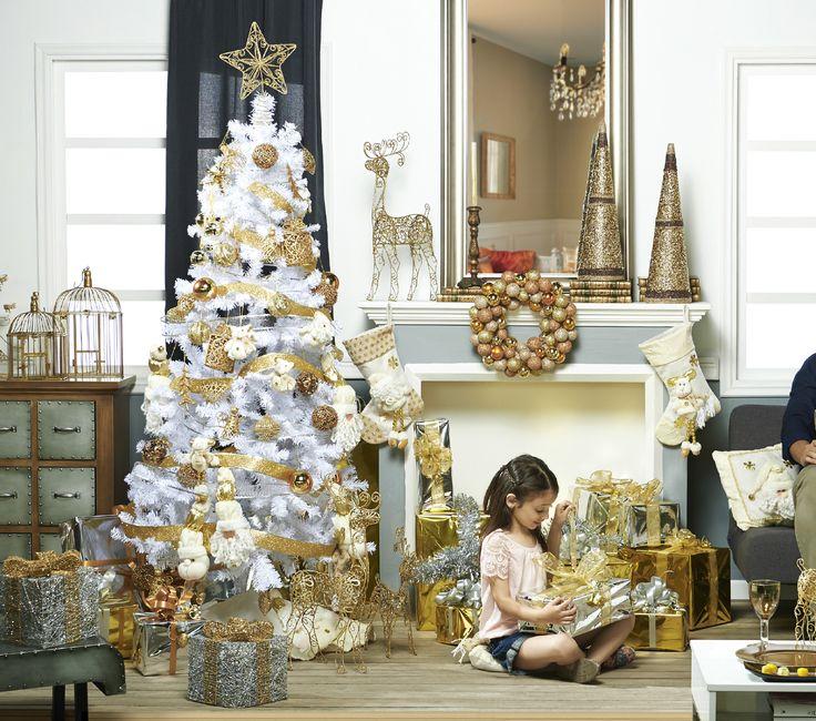 Ahora puedes tener una elegante decoración navideña gracias a la colección Gold & Silver Glitter. Encuéntrala en nuestras tiendas.   #Deco#Navidad #Santa  #Hogar #EasyChile #EasyTienda#TiendaEasy