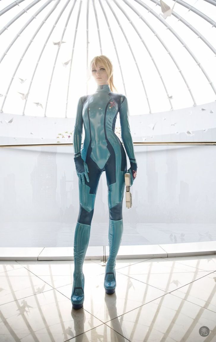Absolutely amazing Zero Suit Samus Cosplay
