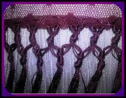 Los flecos tienen muchos dibujos en la forma de anudarlos y a más filas de nudos…
