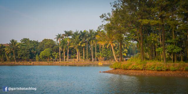 danau jatijajar menjadi surga para pemancing