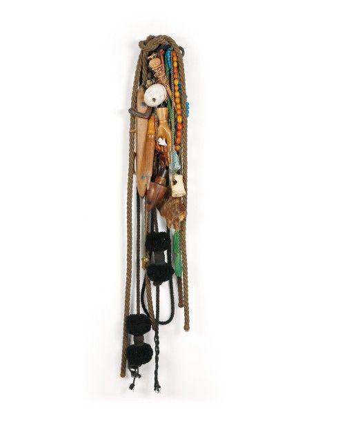 Etienne-Martin (1913-1995), Passementerie, sculpture composée de galons, colliers, mains et diverses breloques, vers 1950-1970, h. 140 cm. Frais compris : 23 940 €. Deauville, Dimanche 26 avril. Tradart Deauville SVV