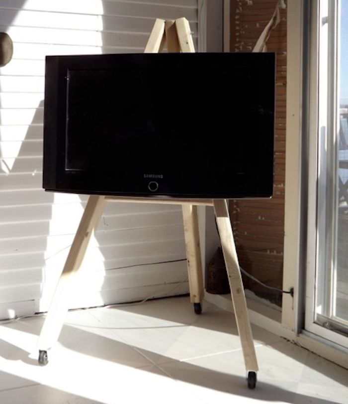 Earlier this week, we posted on Swedish designer Axel Bjurstrom's TV easel, but Tricia Rose of Rough Linen might have beat him to it.