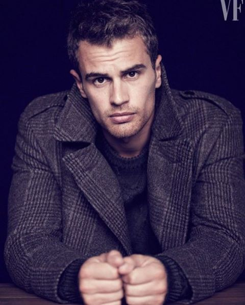 "626 Me gusta, 3 comentarios - Theo James (@theoisababe) en Instagram: ""good night"""