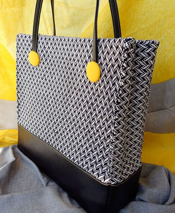 Fabulous Fall Handbag Tutorial by Rebekah Canavan Free tutorial/ wish I had had this at christmas.