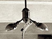 Cooper Hewitt lamp met twee extra gloeilampen om de spectraalverdeling van het licht te verbeteren, 1912