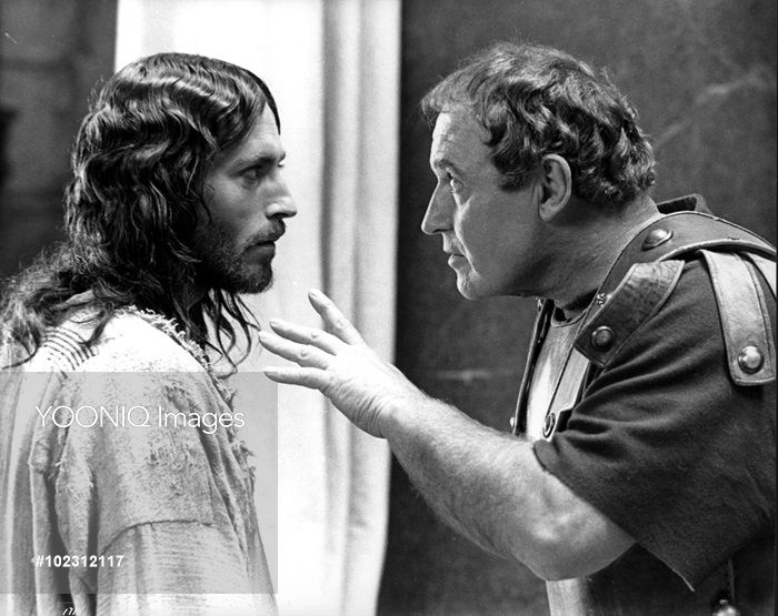 JESUS OF NAZARETH ROBERT POWELL as Jesus, ROD STEIGER as ...