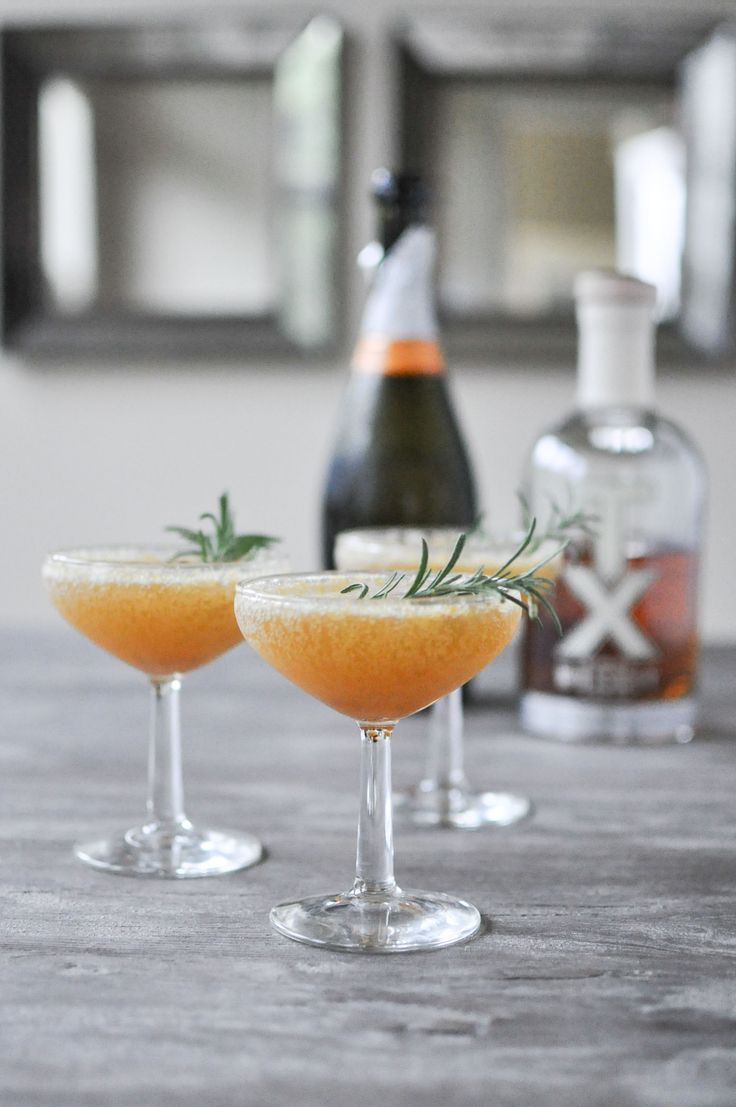 The Harvest Sparkle | This special sip comes by way of a cider spice-infused honey, a dash of a smoky whiskey, and a good glug of a champagne or prosecco. Garnish with a fresh sprig of rosemary and let the bubbly, fall-flavored goodness transport you to falling leaves and other happy things. @fedandfit
