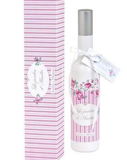 Parfum d'ambiance 100 ml - Après quelques pulvérisations, un délicat parfum de rose anglaise se diffusera dans votre maison. Parfum d'ambiance présenté dans un flacon vaporisateur pour une diffusion optimale et rapide du parfum dans tout votre intérieur. Vaporisez aussi souvent que nécessaire.