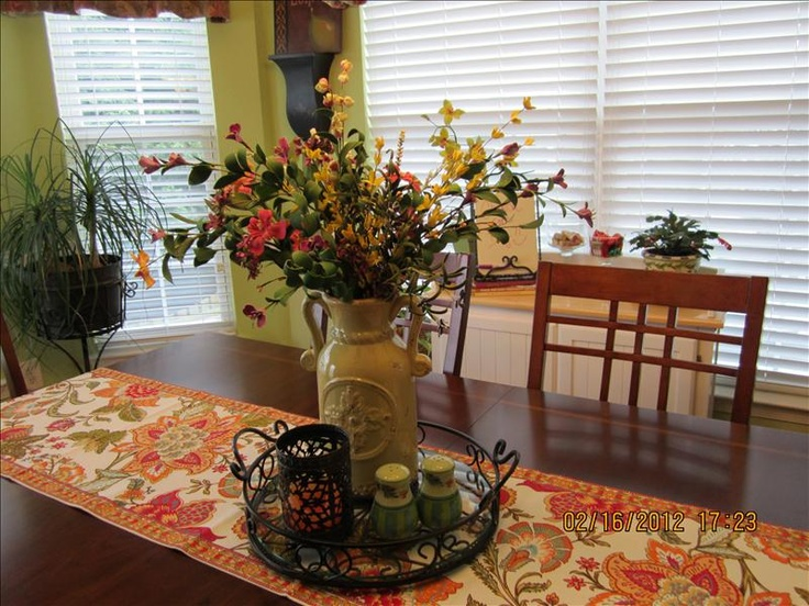 Best 25 kitchen table decor everyday ideas on pinterest for Everyday table centerpiece ideas