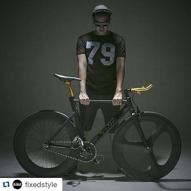 #Repost @fixedstyle ・・・ Power up! Repost from @markedchest #fixedgear #fixedgearbike #fixie #bike #advertising