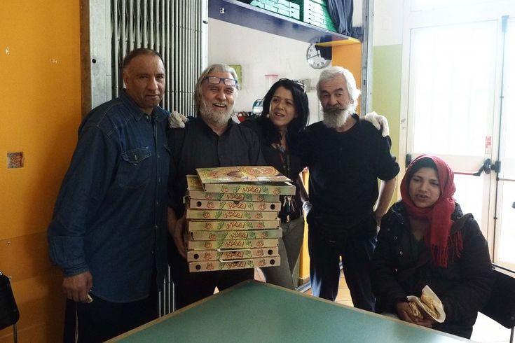 """Da una parte c'è la """"Pizzeria etica Masaniello"""", inaugurata una settimana fa e subito ribattezzata"""