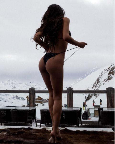 Модель Екатерина Зуева поразила поклонников фото в бикини на фоне снегов https://dni24.com/exclusive/142976-model-ekaterina-zueva-porazila-poklonnikov-foto-v-bikini-na-fone-snegov.html  Поклонники модели заметили в Instagram провокационное фото, где она демонстрирует свою прекрасную фигуру в бикини на фоне снегов. Такой сюжет поразил людей, написавших много лестных слов в адрес Екатерины Зуевой.