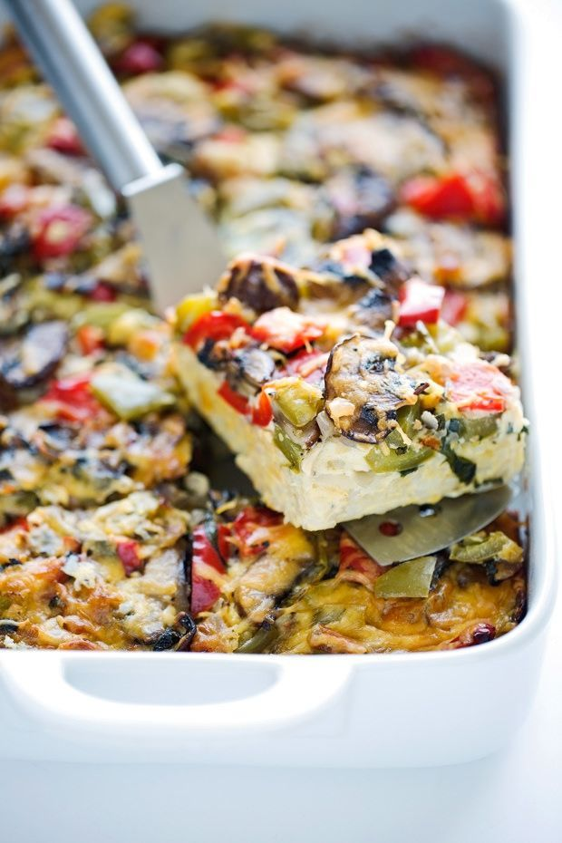 Veggie Loaded Breakfast Casserole - made with hash browns and all your favorite veggies! Add in rotisserie chicken, crumbled sausage or anything else you please - it's totally customizable! #breakfast #breakfastcasserole #casserole #veggiecasserole | Littlespicejar.com @littlepsicejar