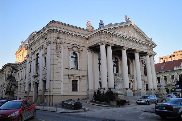 Imaginea pentru http://www.oradeapress.ro/wp-content/uploads/2011/04/Datorit%C4%83-construc%C5%A3iei-unice-cl%C4%83direa-Teatrului-de-Stat-este-un-obiectiv-turistic-important.jpg.