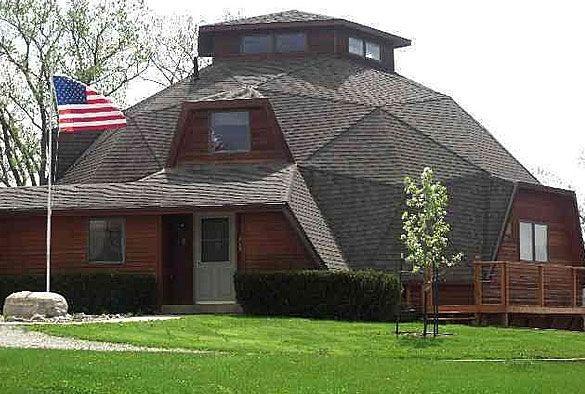 La casa geodesica, Birch Ave, Batavia, Iowa. Recentemente ritirata dal mercato