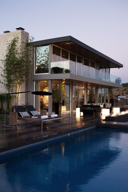 LinsiB: Kyle Schuneman This gorgeous home sits atop the Hollywood Hills. Features the Bold ...