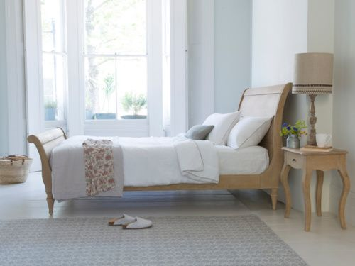 Our Lauren sleigh bed is an elegant French style bed. This good looking number is handmade from sturdy oak which has a lovely weathered finish.