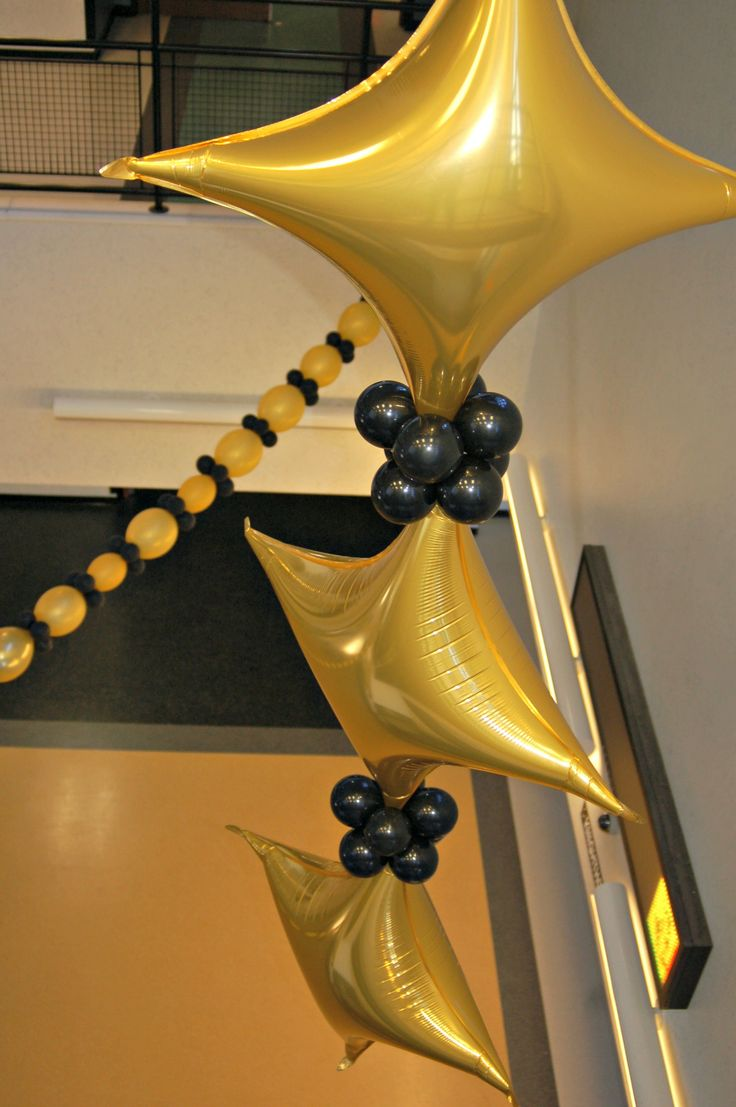 1000 images about balloon ceilings on pinterest balloon for Balloon ceiling decoration