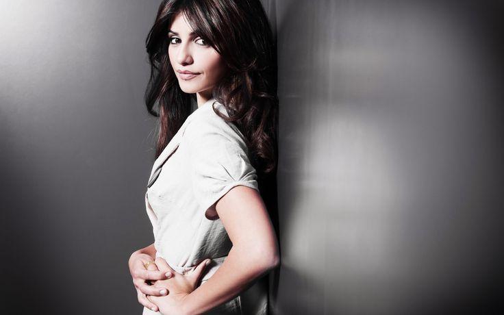 Monica Cruz Actress Girl HD Wallpaper - http://www.gbwallpapers.com/monica-cruz-actress-girl-hd-wallpaper/ ( / Women)