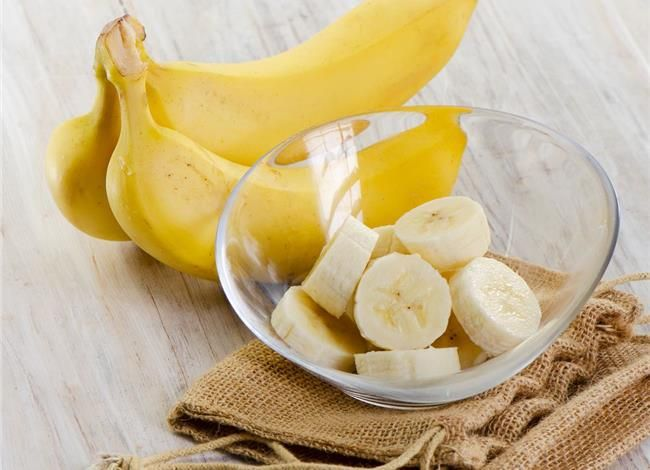 Are There Any Benefits From Eating Bananas at Night? - http://www.caloriesecrets.net/are-there-any-benefits-from-eating-bananas-at-night/