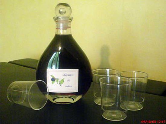 La meilleure recette de Liqueur de mûres! L'essayer, c'est l'adopter! 4.5/5 (6 votes), 4 Commentaires. Ingrédients: 500g de mures, 1 litre d'eau de vie à 40°, 400g de sucre en morceaux, 2dl d'eau environ, 1 gousse de vanille
