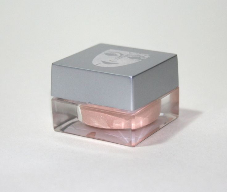 A review with swatches of Kryolan Illusion in Cashmere.