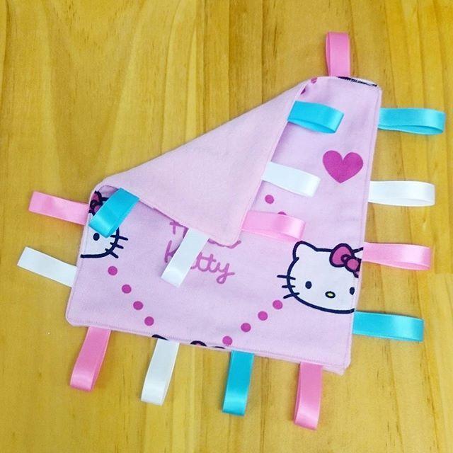 Taggie Comforter - Hello Kitty