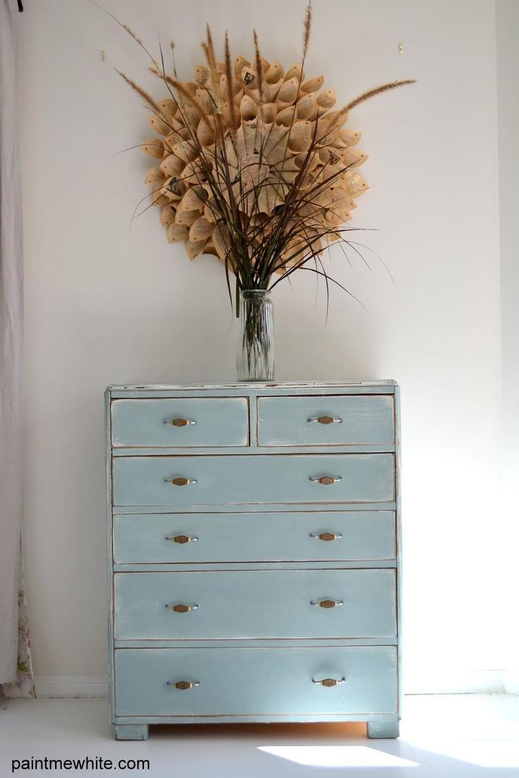 Beachy distressed drawers via Paintmewhite.com