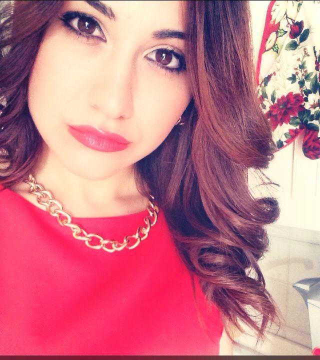 Vestito nero rossetto rosso mattone