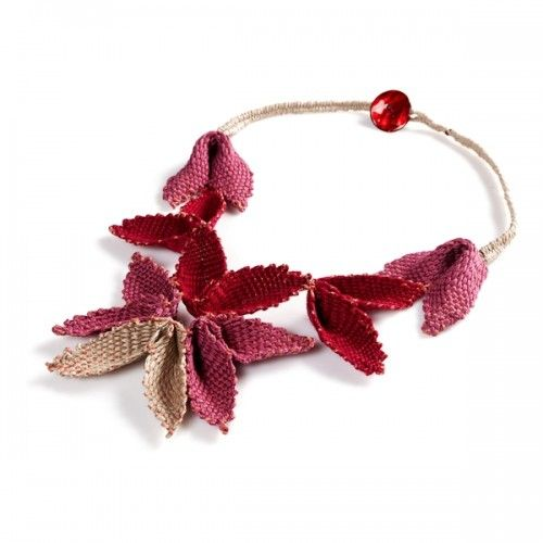 """Fluttering"" necklace, linen & cotton threads"