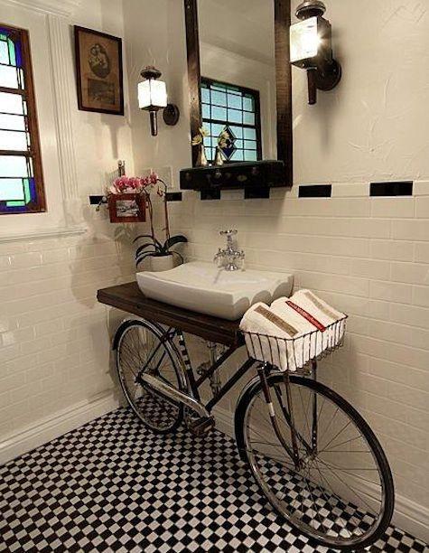 Fahrrad als Badezimmermöbel